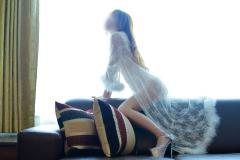 純白を纏った娼婦妻