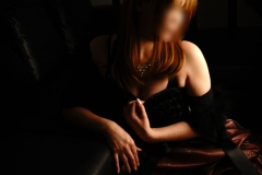セクシーランジェリーを纏った美人奥様の誘惑