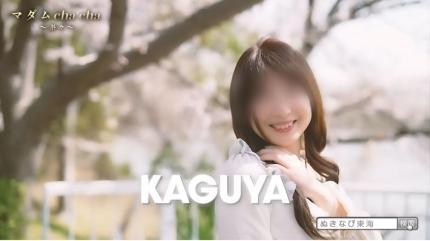 キュートで若妻美人!桜並木で彼女と妄想デート!